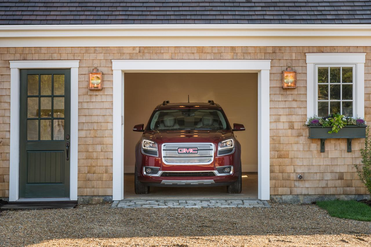 dh2015_garage_gmc-arcadia-in-door_h.jpg.rend.hgtvcom.1280.853