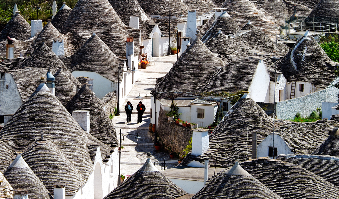 27-places-in-italy-that-dont-look-real-alberobello