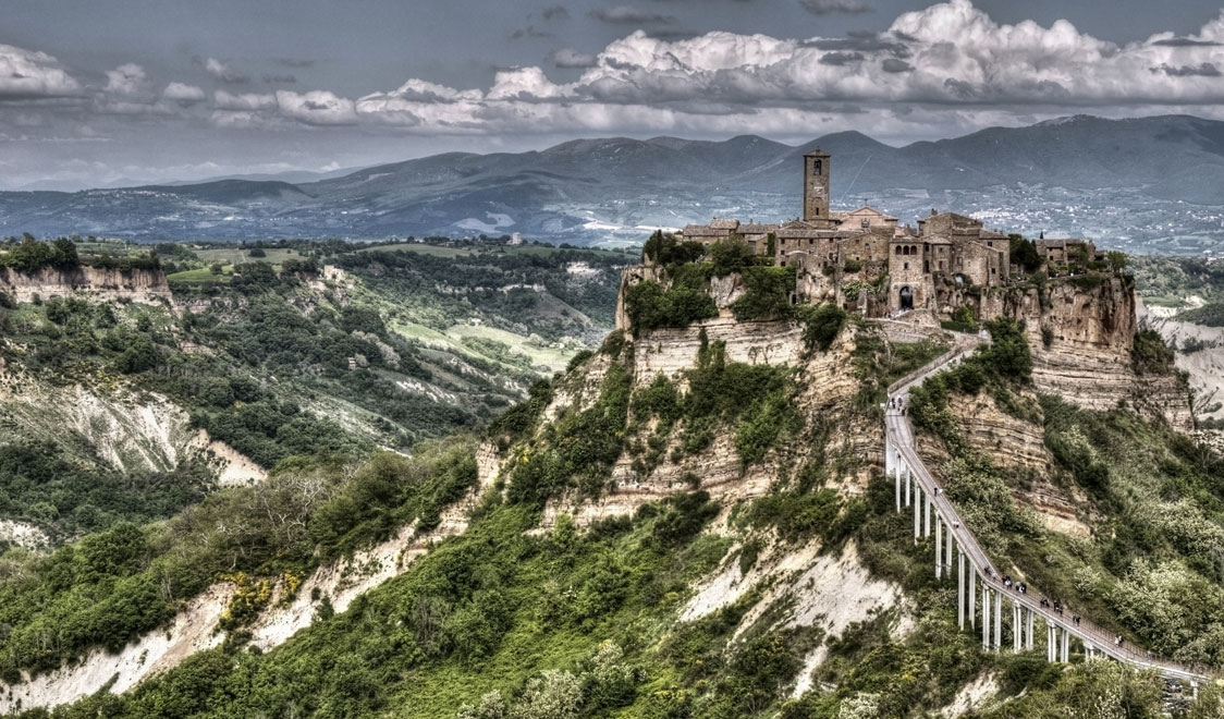 27-places-in-italy-that-dont-look-real-bagnoregio-lazio