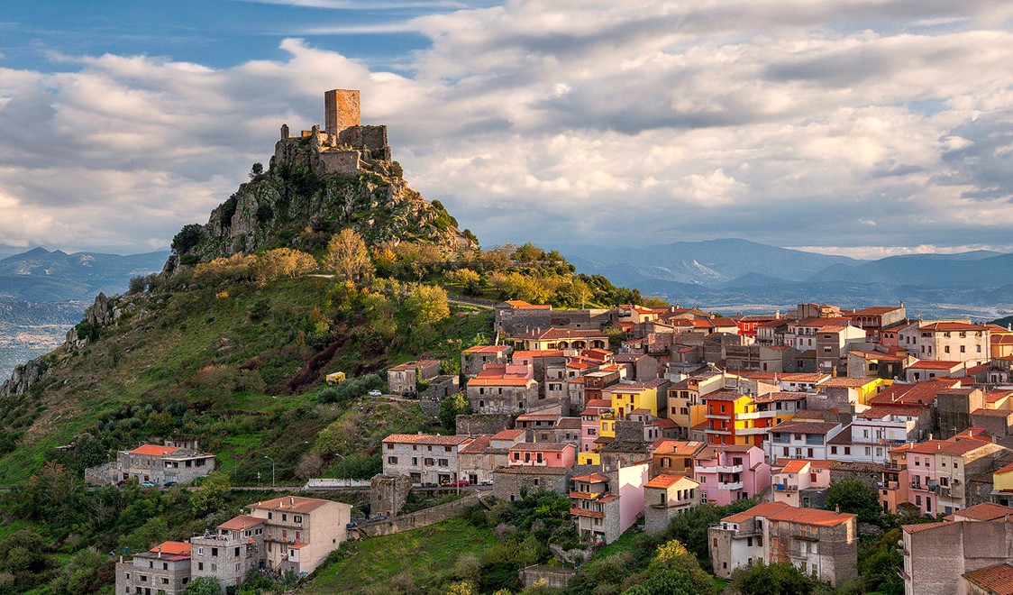 27-places-in-italy-that-dont-look-real-burgos-sardegna