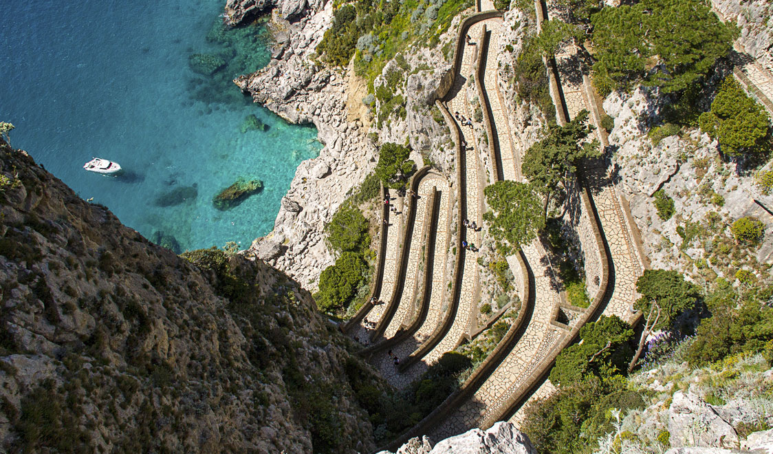 27-places-in-italy-that-dont-look-real-capri-campania