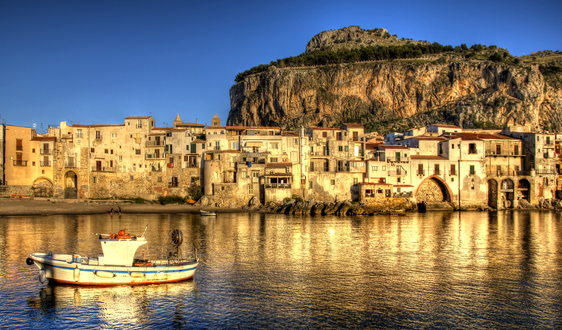 27-places-in-italy-that-dont-look-real-cefalu