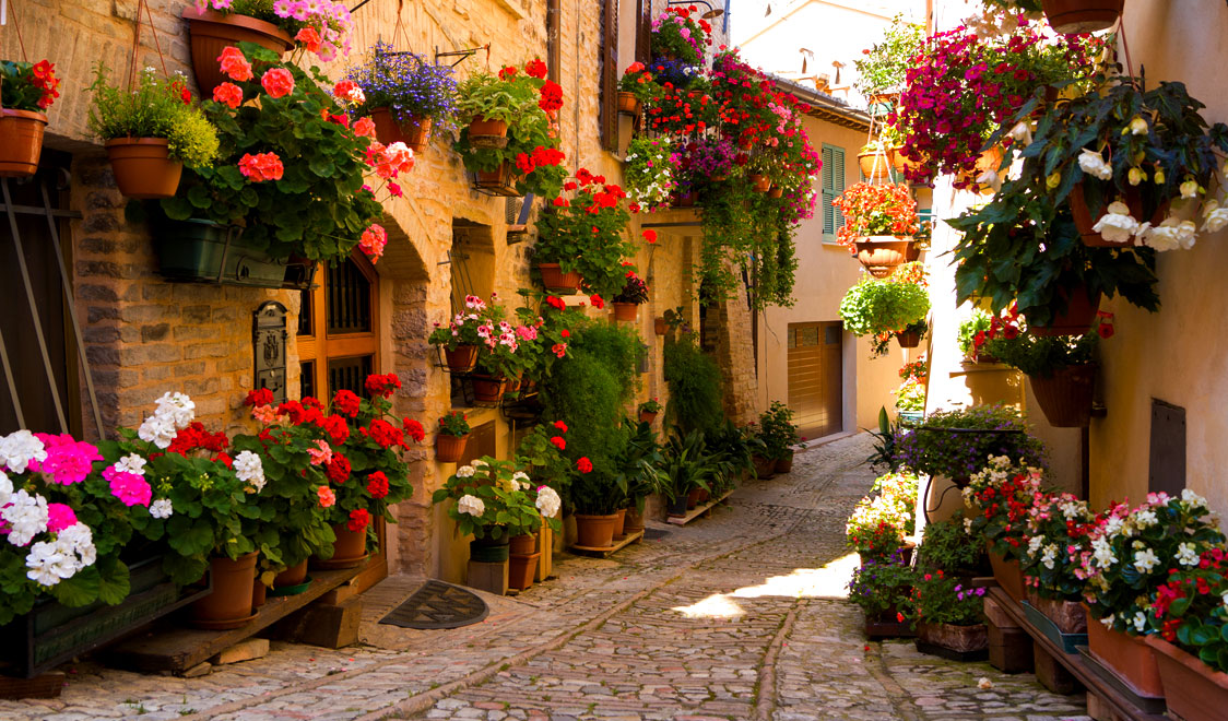 27-places-in-italy-that-dont-look-real-spello-umbria