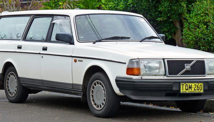 1988-1991_Volvo_240_GL_station_wagon_(2011-06-15)_01