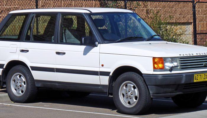 1995-1998_Land_Rover_Range_Rover_(P38A)_4.0_SE_wagon_05