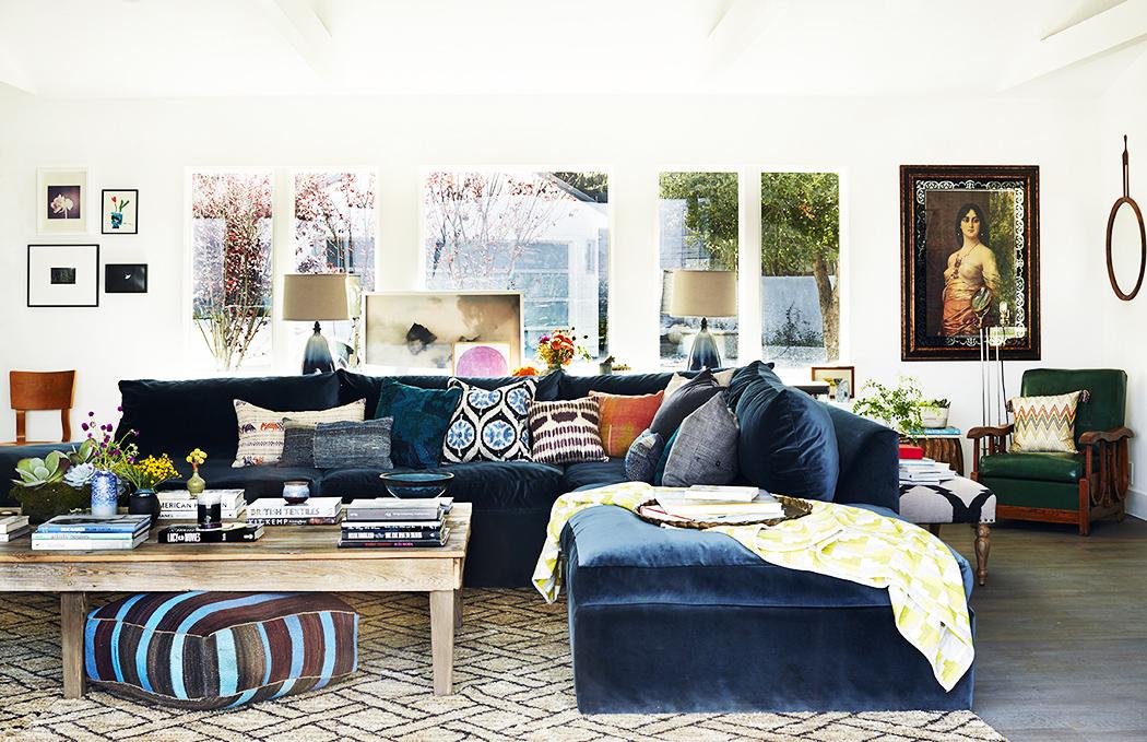 Rachel-Bilson-and-Hayden-Christensens-LA-Home_navy-sofa