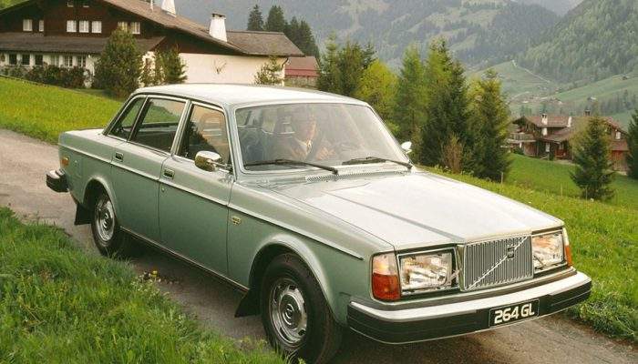 Volvo_260_Sedan_1976