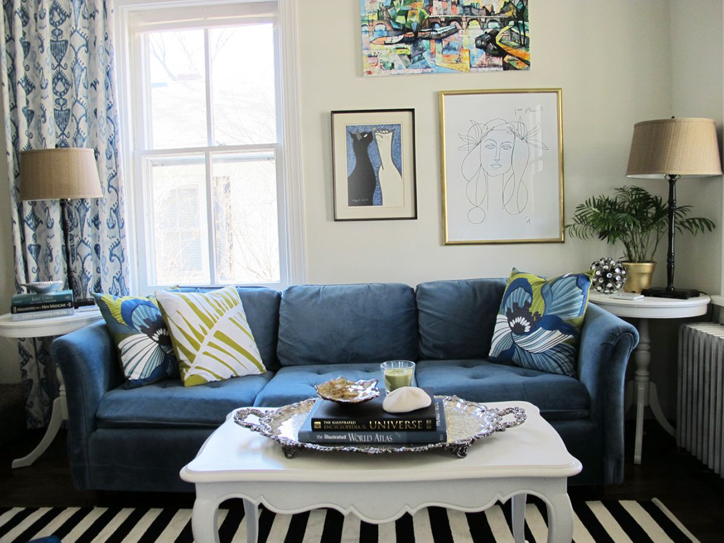 living-room-with-navy-blue-couch-and-strip-rug-decor-ideas