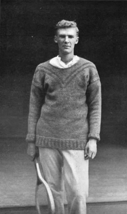 первый теннисный свитер