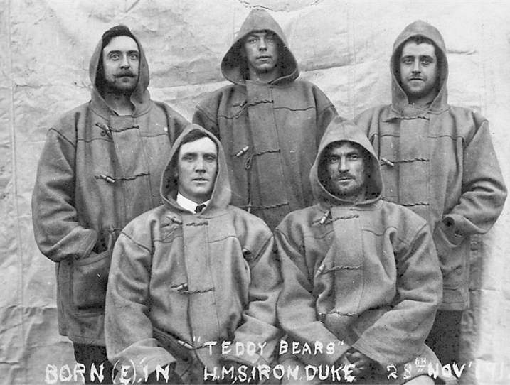 Duffle-Coats-abord-HMS-Iron-Duke-1919