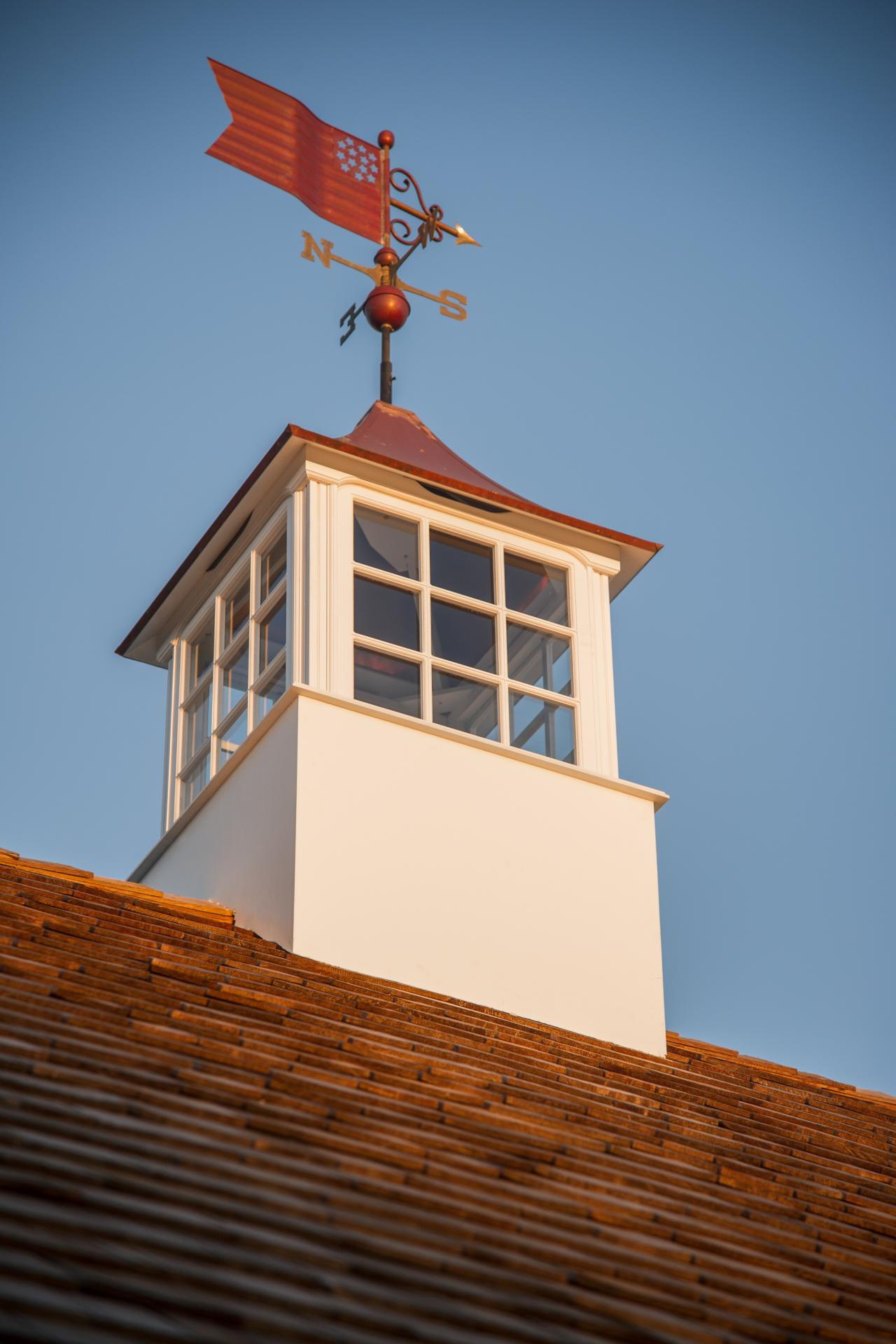 dh2015_garage_weather-vane-closeup_v.jpg.rend.hgtvcom.1280.1920