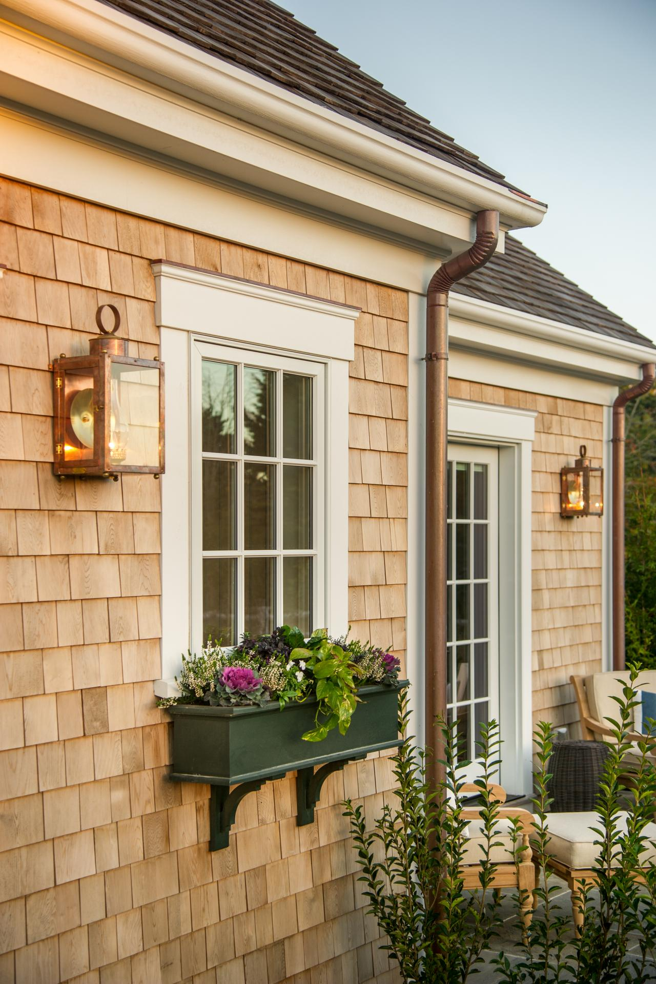 dh2015_garage_window-boxes_v.jpg.rend.hgtvcom.1280.1920