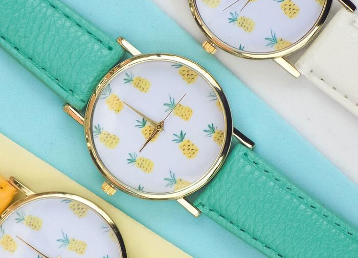 Часы с ананасами